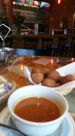 Lee's Inlet Kitchen: Hushpuppies and Clam chowder for starters....