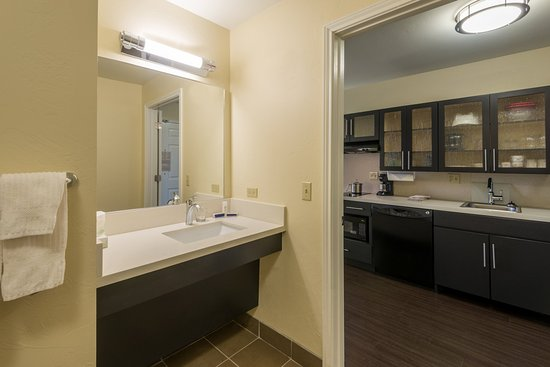 Del City, OK: King Studio Suite kitchen and bathroom