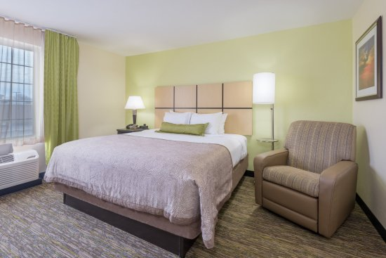 Del City, OK: King Studio Suite Bedroom