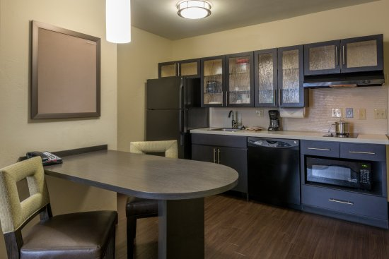 Del City, OK: One Bedroom King Suite kitchen