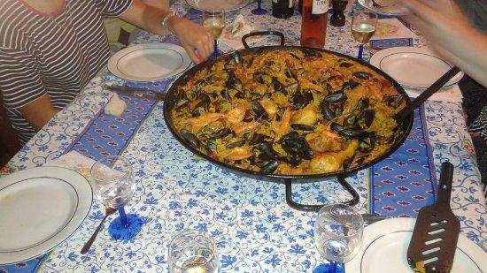 Puylaurens, فرنسا: Paëlla emportée un Dimanche midi pour un repas en famille