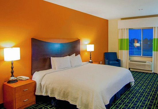 Tulare, CA: King Guest Room