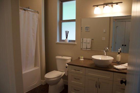 Port Hardy, Canadá: Mainhouse - Bathroom