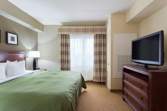 West Seneca, NY: King bedroom-Suite
