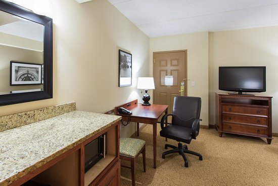 Country Inn & Suites By Carlson, Buffalo South I-90: Suite-sitting area