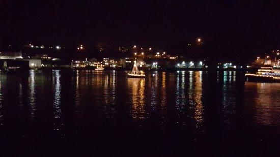 Port of Newport RV Park : Christmas Lights Parade