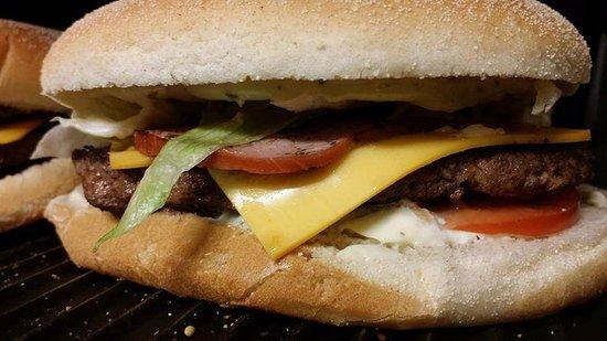 Bouc-Bel-Air, Γαλλία: Burger Mega Bun