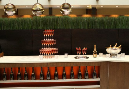 Бруклин-Парк, Миннесота: Social Event    Champagne Bar