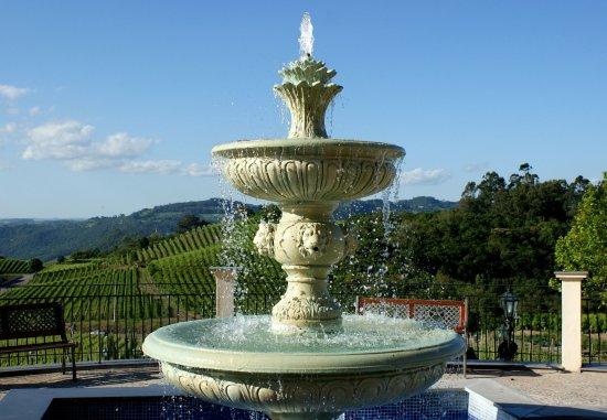 Hotel & Spa do Vinho, Autograph Collection: Entrance Fountain