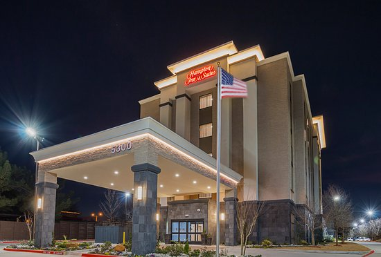 Colleyville, TX: Hotel Exterior at Twilight