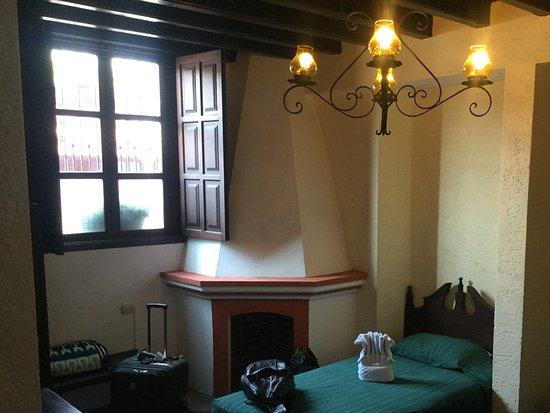 Hotel Posada San Pedro: Habitación triple a la calle