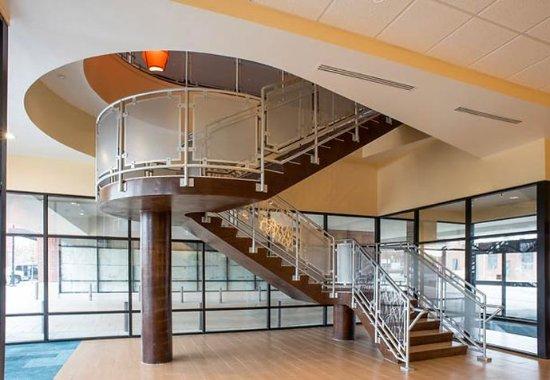 Fairfield Inn & Suites Tulsa Downtown: Entryway