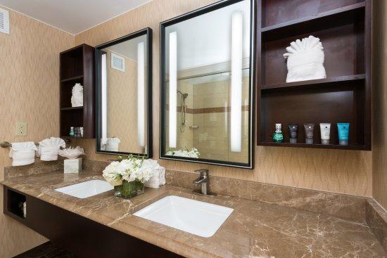Woburn, MA: Suite Guest Bath