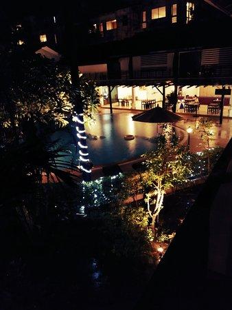 Bamboo Beach Hotel & Spa: Rainfall in bamboo beach hotel 😍