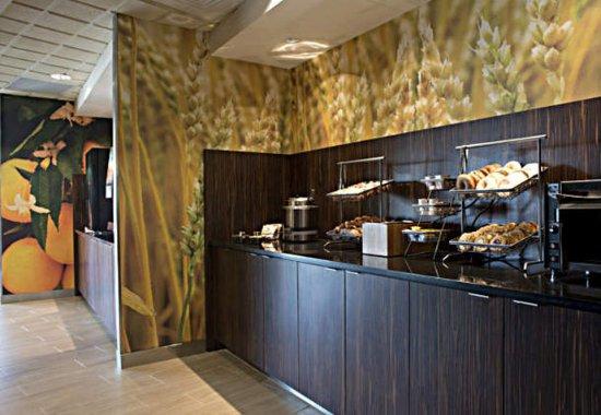 Fairfield Inn & Suites Valdosta: Breakfast Area