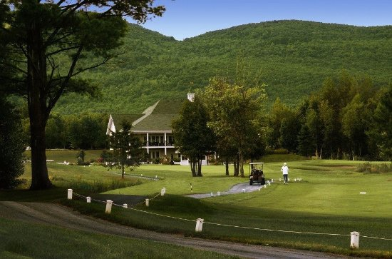 Bromont, Canada: 9th Hole with Club House - Trou #9 avec Chalet