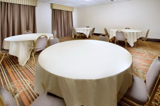 Haverhill, MA: Events - Meeting Room with Rounds Setup