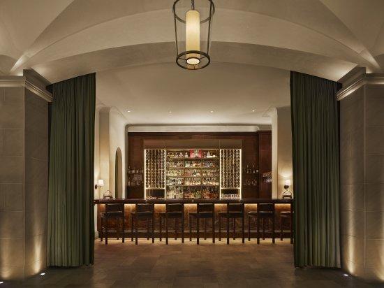 Refinery Hotel : Winnies Bar