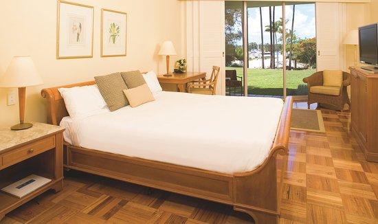 Hope Island, Australia: King Bed Guest Room