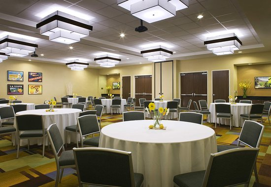 Tustin, CA: Meeting Room    Banquet Style Setup