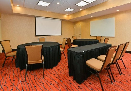 Champaign, IL: Meeting Room    Rounds Setup