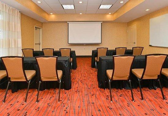 Champaign, IL: Meeting Room    Classroom Setup