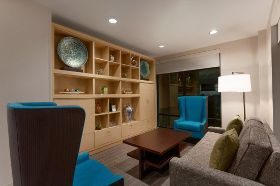 Lakewood, CO: The Oasis Lobby
