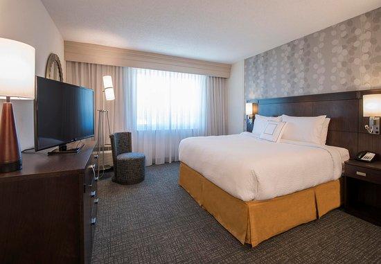 Columbus, MS: One-Bedroom Suite    Sleeping Area
