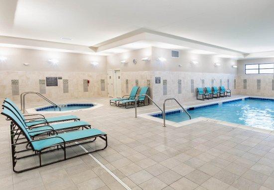 Niles, OH: Indoor Pool & Spa