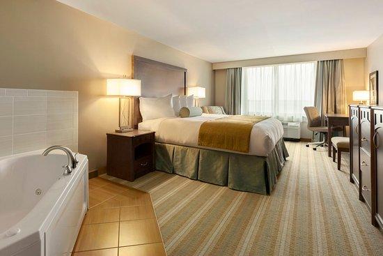 Bemidji, MN: Guest Room - Whirlpool Suite