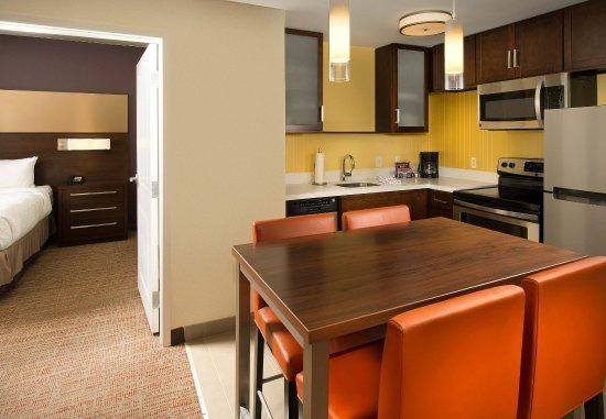 Murfreesboro, TN: Two-Bedroom Suite - Kitchen