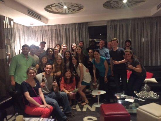 Tryp by Wyndham San Jose Sabana: Estabamos recibiendo tarjetitas de felicitacion de los estudiantes