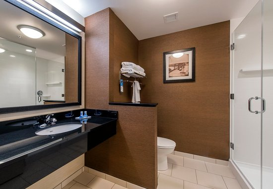 Leavenworth, Канзас: Suite Bathroom