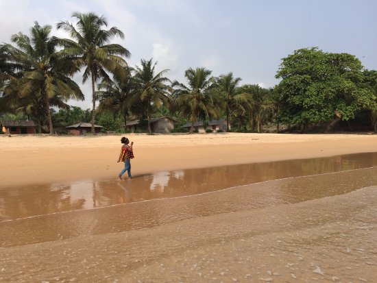 Busua, กานา: A walk along the seafront, bliss