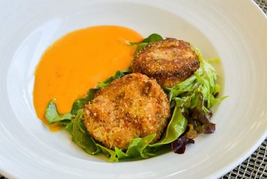 Harbor Grill Restaurant: 'Dungelicious' Dungeness Crab Cakes