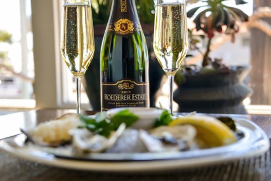 Harbor Grill Restaurant: Oysters and Bubbles!!