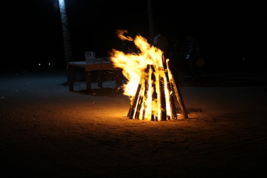St. George's Caye, Belize: Bonfire!! Then all the guests sit in chairs in the shape of a circle around it and eat bbq food!