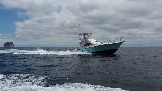 Puerto Baquerizo Moreno, Ecuador: Nuestra embarcación para pesca vivencial y el TOUR 360°.