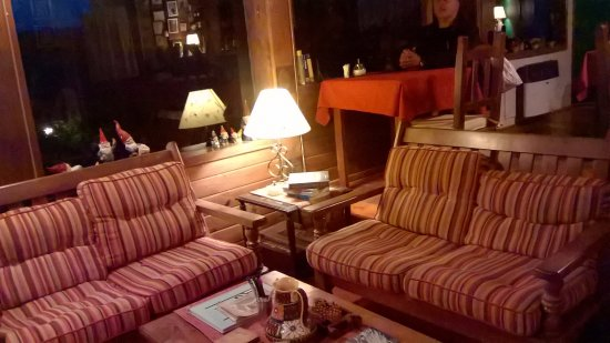 Hosteria Belvedere: Sala de estar, lectura, TV y desayunador.