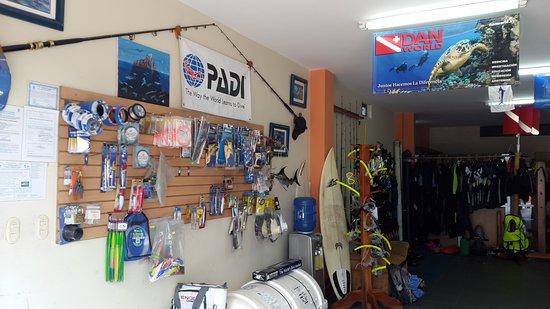 Puerto Baquerizo Moreno, Ecuador: Contamos con equipos de pesca y snorkel para la venta y alquiler.