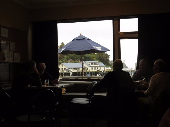 Stewart Island, Yeni Zelanda: View from inside the pub toward the ferry terminal.