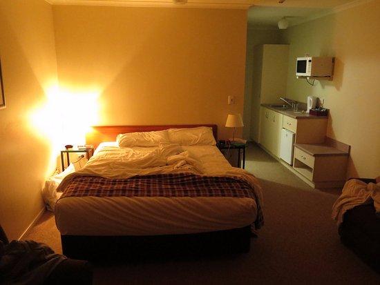 Мангере, Новая Зеландия: Typical room.