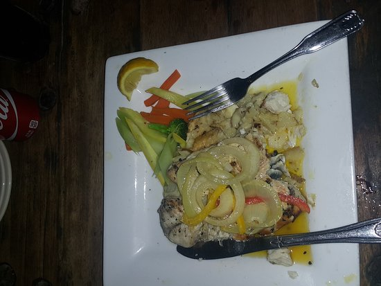 The Cabernet Bar and Grill: Wahoo with scalop potatoes and vegetables. Amazing
