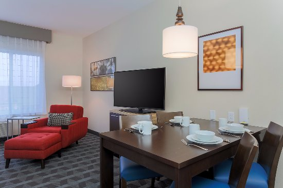 Edinburg, Teksas: Queen/Queen Studio Suite Living Area
