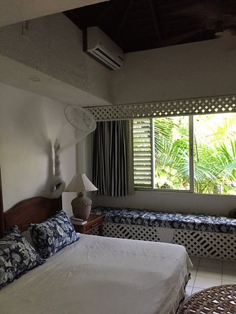 Goblin Hill Villas at San San: Bedroom with mosquito netting