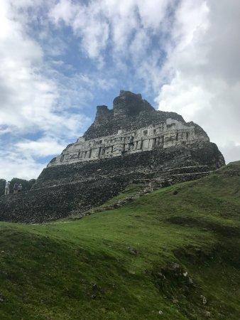 Sleeping Giant Lodge: Xunantunich Mayan Ruins
