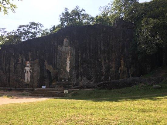 Buduruwagala Temple: photo3.jpg