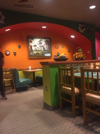 Pocatello, ID: very clean restaurant with lovely decorations