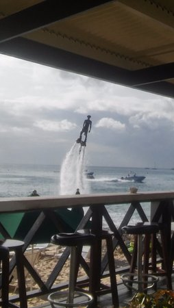 Holetown, Barbados: Lots of fun activities to participate in right at the restaurant.