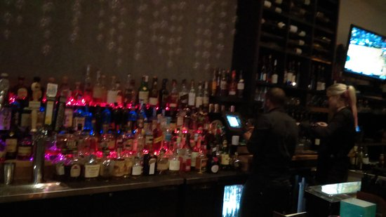 Camarillo, CA: Great Bar. Bring friends for expanded Long Table lounge